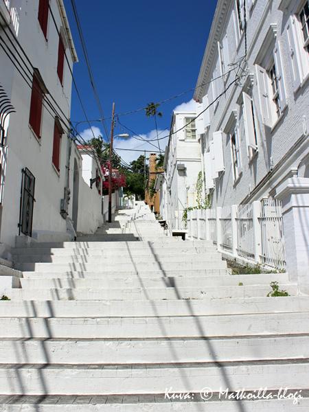 Ei ne niin kuuluisat portaat Charlotte Amaliessa (en laskenut lukumäärää…). Kuva: © Matkoilla-blogi