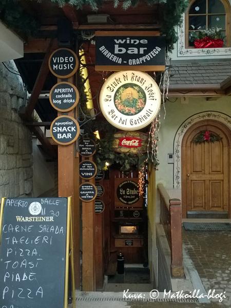 Hauska, perinteisempi vaihtoehto oluen ystävien after ski'lle oli Stube di Franz Josefi-kellariravintola. Kuva: © Matkoilla-blogi