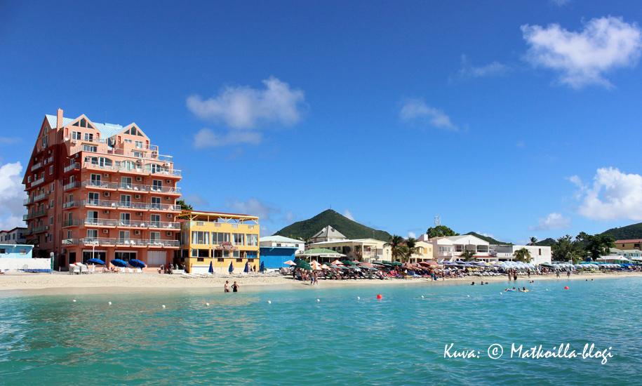 Philipsburgin rantakatu Boardwalk, St.Maartenilla. Kuva: © Matkoilla-blogi