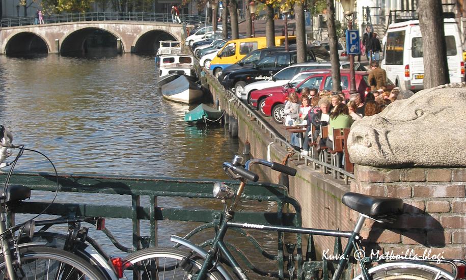 Amsterdam, kanavat ja polkupyörät. Kuva: © Matkoilla-blogi