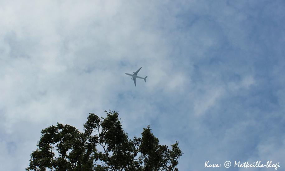 Lentokone taivaalla. Kuva: © Matkoilla-blogi