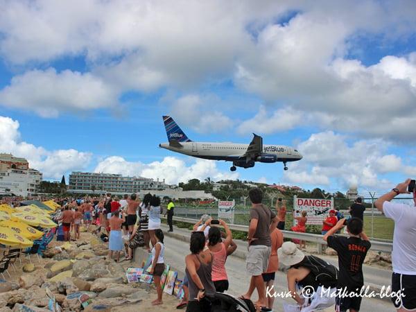 Maho Beach: JetBlue JFK'ltä, New Yorkista. Kuva: © Matkoilla-blogi
