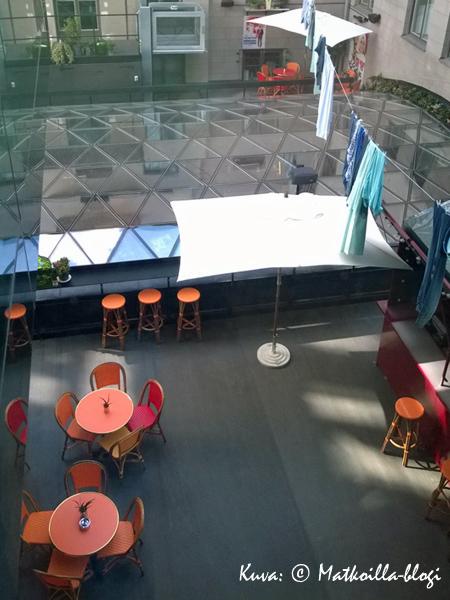 Scandic Grand Central, sisäpihan kesäterassi. Kuva: © Matkoilla-blogi