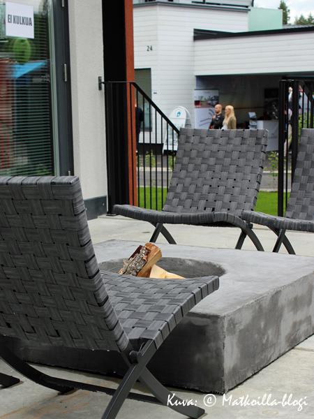 Asuntomessut 2015: 15 - Deko 192, terassin hauska betoninen tulisija. Kuva: © Matkoilla-blogi