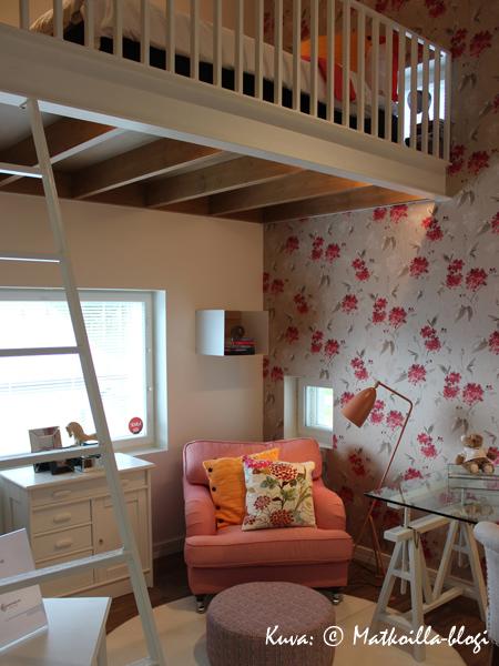 Asuntomessut 2015: 28 - Kosteusturvatalon yksi viihtyisimmistä huoneista oli parvellinen makuuhuone. Kuva: © Matkoilla-blogi