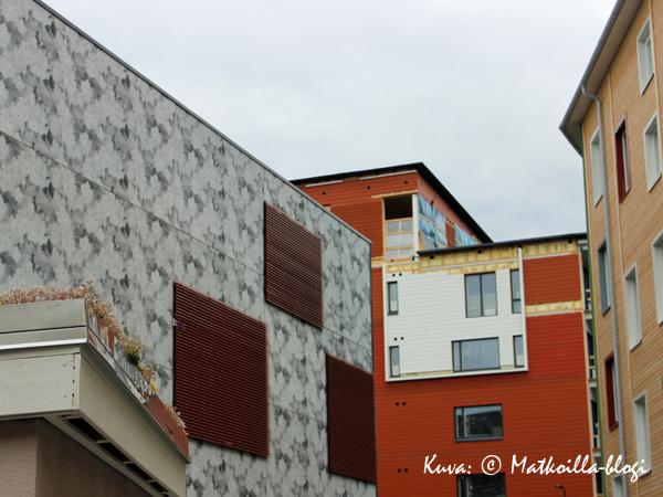 Asuntomessut 2015: 5 - Opaali -kerrostalopihan värejä ja muotoja. Kuva: © Matkoilla-blogi
