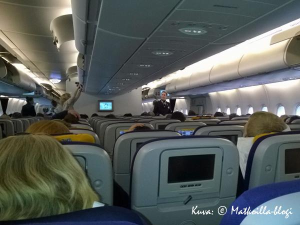 Lufthansan A380 - matkustamo, Economy. Kuva: © Matkoilla-blogi