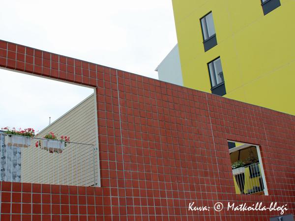 Asuntomessut 2015: 4 - Spinellin värikäs julkisivu. Kuva: © Matkoilla-blogi