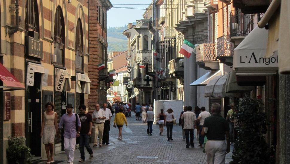 Alba: Via Vittorio Emanuele II. Kuva: © Matkoilla-blogi