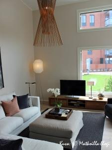 """Asuntomessut 2015: Olohuone """"Kakstuhatkodissa"""". Kuva: © Matkoilla-blogi"""