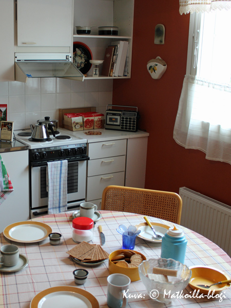 """Asuntomessut 2015: Keittiön ruokapöytä """"Kasarikodissa"""". Kuva: © Matkoilla-blogi"""