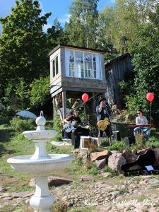 Konsertti Vackerbackan pihalla. Kuva: © Matkoilla-blogi