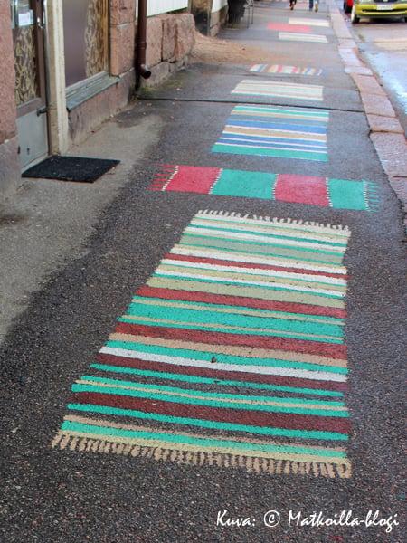 """""""Räsymatoilla"""" voi piristää myös jalkakäytävää. Kuva: © Matkoilla-blogi"""
