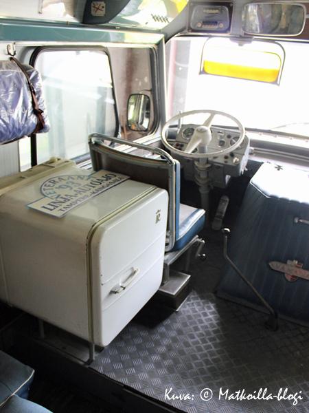 Friherrsin Auton Kutter on varmaan uutena ollut melkoinen luksusbussi jääkaappeineen. Kuva: © Matkoilla-blogi