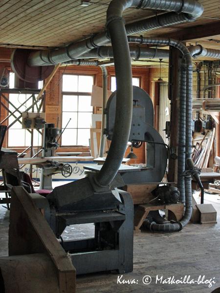 Vanha koritehdas muistuttaa yllättävän paljon puusepän verstasta; itse asiassa se onkin juuri sellainen. Kuva: © Matkoilla-blogi