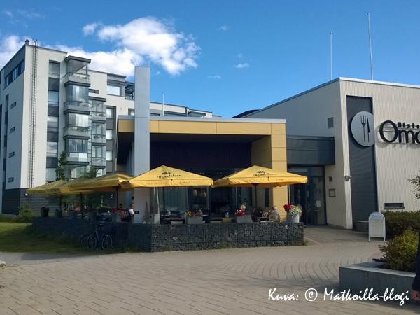 Bistro O Mat Kirkkonummen keskustassa. Kuva: © Matkoilla-blogi