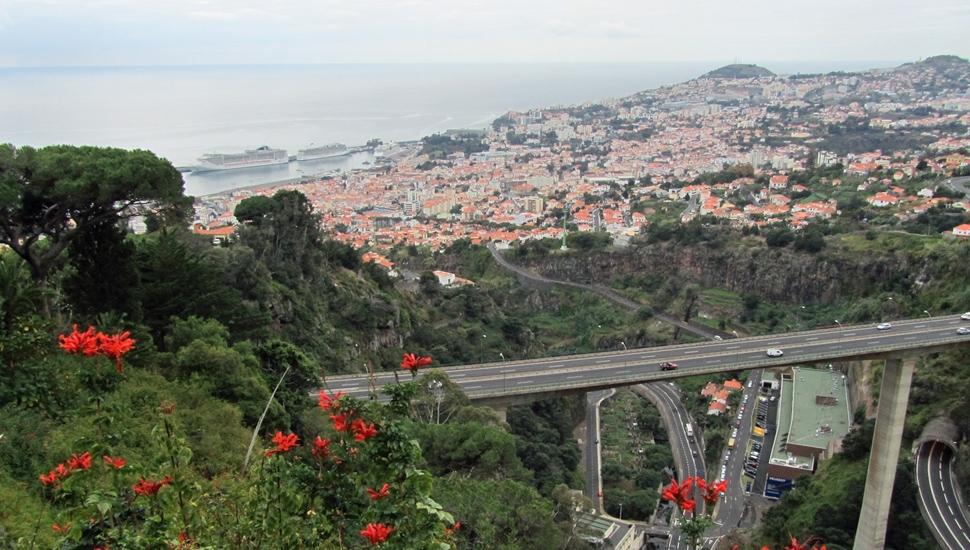 Keskiviikon kuva: Näköala Funchalin ylle. Kuva: © Matkoilla-blogi