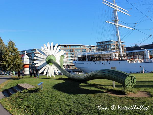 Museon edessä olevassa laiturissa on Suomen Joutsen, joka on avoinna yleisölle kesäaikaan. Kuva: © Matkoilla-blogi