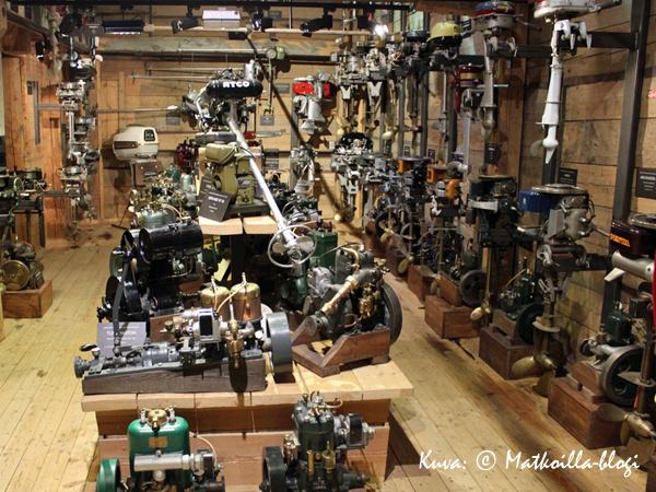 Forum Marinumin näyttely esittelee myös erittäin laajan kokoelman perämoottoreita. Kuva: © Matkoilla-blogi