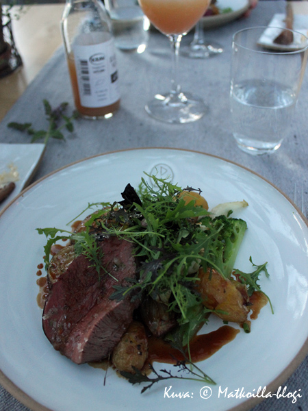 Pääruoaksi suussasulavaa lihaa sekä maukkaimmat ikinä syömäni vihannekset. Kuva: © Matkoilla-blogi