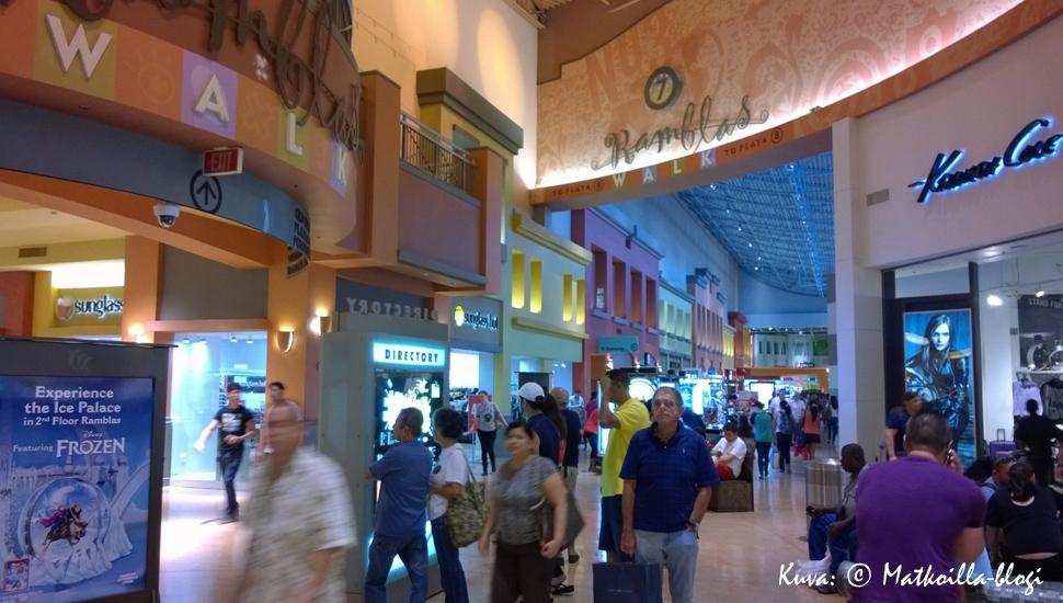 Dolphin Mall - yksi Miamin ostoskeskuksista. Kuva: © Matkoilla-blogi