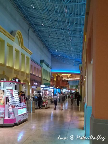 Dolphin Mallin värityksessä on paljon vaikutteita Miamin Art Decosta. Kuva: © Matkoilla-blogi
