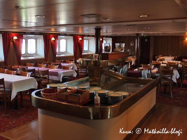 Suhteellisen pienessä ravintolassa on kotoisa tunnelma. Kuva: © Matkoilla-blogi