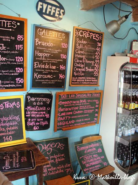 Kutens Bensin'issä toimii kesäravintola Crêperie Tati - tarjolla on sekä suolaisia galetteja että makeita crêpes'ejä. Kuva: © Matkoilla-blogi