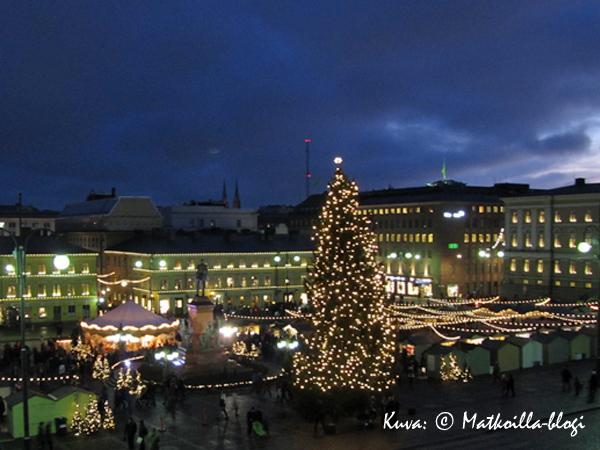 Tuomaanmarkkinat Helsingin Senaatintorilla. Kuva: © Matkoilla-blogi