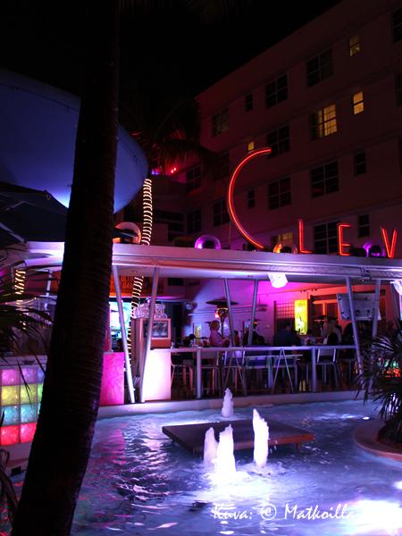 Clevelander-hotellin väriloistoa. Kuva: © Matkoilla-blogi