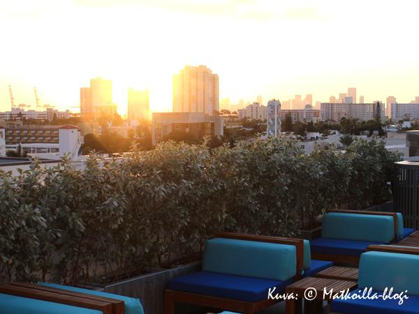 Clevelander-hotellin terassilla nautimme laskevasta auringosta ja Piña Coladasta. Kuva: © Matkoilla-blogi