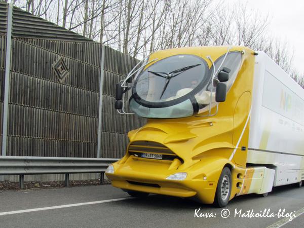 Autobahnilla voi joskus nähdä hieman erikoisempiakin kulkuneuvoja... Kuva: © Matkoilla-blogi