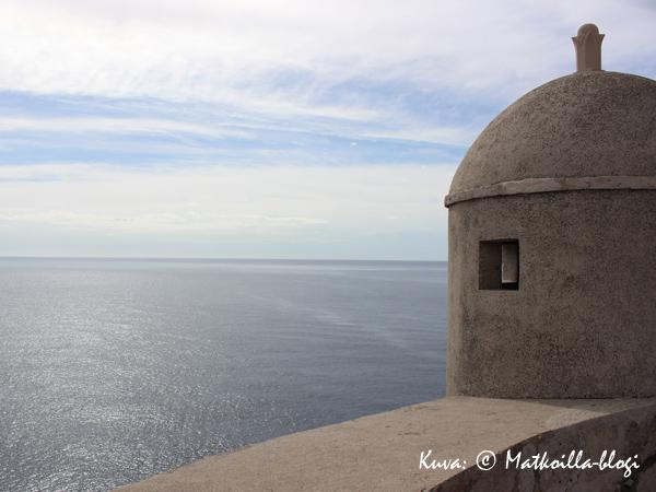 Muurilta on myös näkymät aavalle Adrian merelle. Kuva: © Matkoilla-blogi