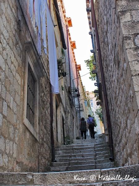 Vanhan kaupungin kujilla on edelleen aitoa elämää. Kuva: © Matkoilla-blogi