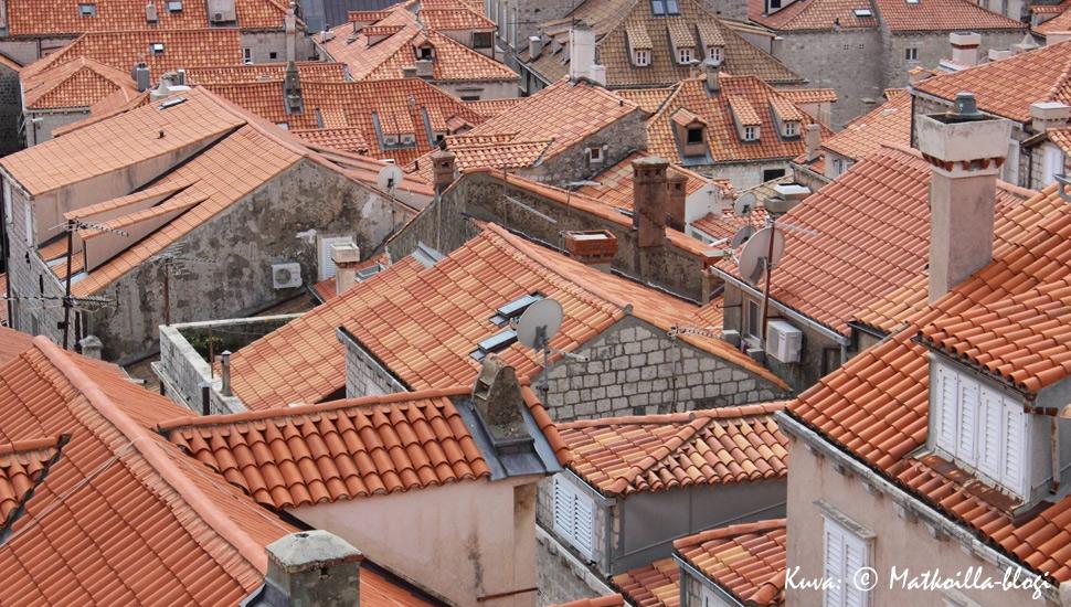 Dubrovnik - vanhan kaupungin kattojen yllä. Kuva: © Matkoilla-blogi