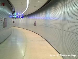 Kaarevia muotoja lentokentän asemalla. Kuva: © Matkoilla-blogi