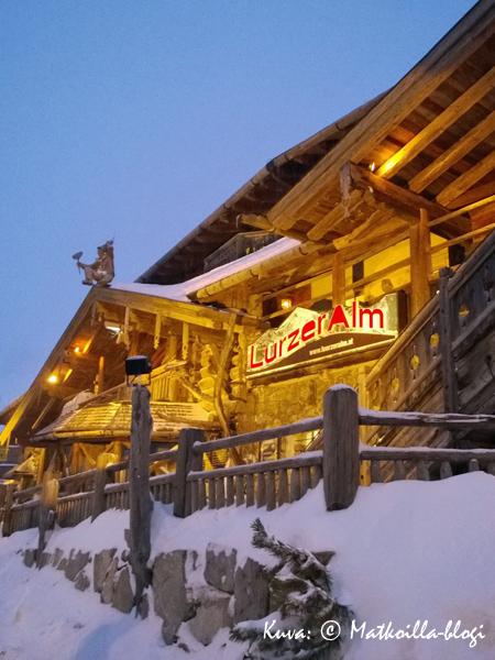 Obertauernin after-ski -paikka nro 1: Lürzer Alm. Kuva: © Matkoilla-blogi