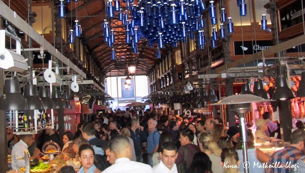 Mercado de San Miguel Madridissa on kaikkien herkkusuiden must-kohde. Kuva: © Matkoilla-blogi