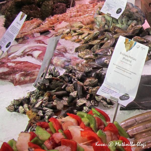 Mercado de San Miguel, yksi monista kalatiskeistä. Kuva: © Matkoilla-blogi