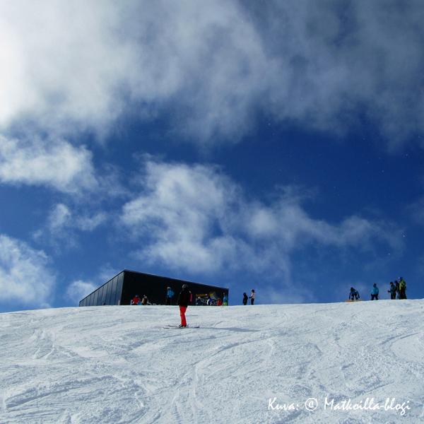 Seekarspitzen huipulta (2160 mpy) lähti yksi suosikkirinteistämme, punainen 5a. Kuva: © Matkoilla-blogi
