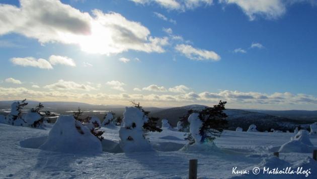 Kevätaurinko, aavat tunturimaisemat Levillä - talvipäivä parhaimmillaan! Kuva: © Matkoilla-blogi