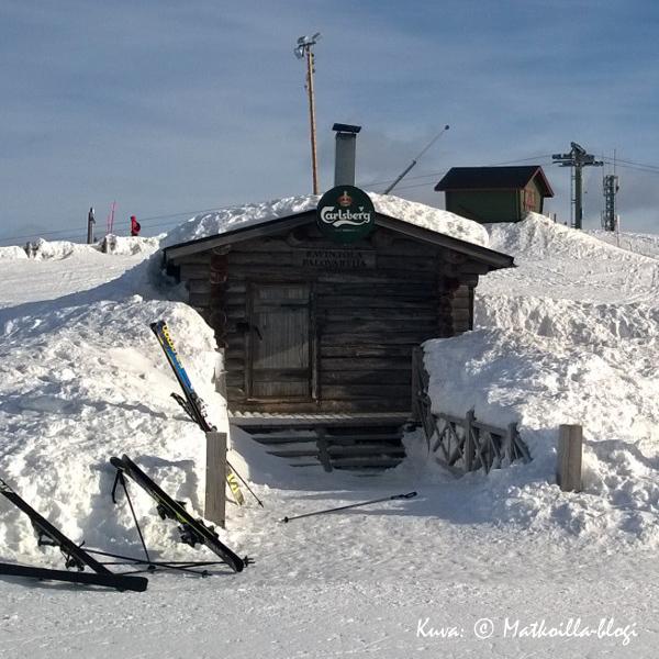 Levitunturin huipulla sijaitsee pikkuruinen Ravintola Palovartija. Kuva: © Matkoilla-blogi