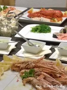 ...salaattibuffet, joka oli yhtenä iltana korvattu äyriäisbuffetilla... Kuva: © Matkoilla-blogi
