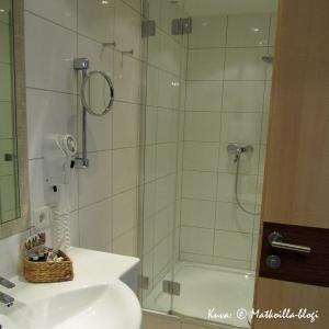 Hotel Das Barbara, Obertauern: Zehnerkar-huoneen kylpyhuone. Kuva: © Matkoilla-blogi