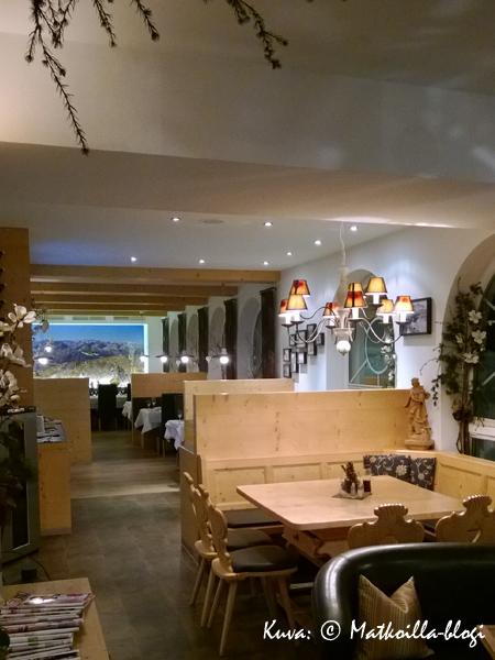 ...ja näiden jatkeena ravintola, jossa tarjoiltiin myös aamiainen. Kuva: © Matkoilla-blogi