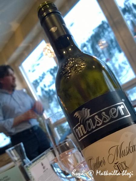 Hotellin viikko-ohjelmaan kuuluu mm. viininmaistajaiset hotellin isännän johdolla. Kuva: © Matkoilla-blogi