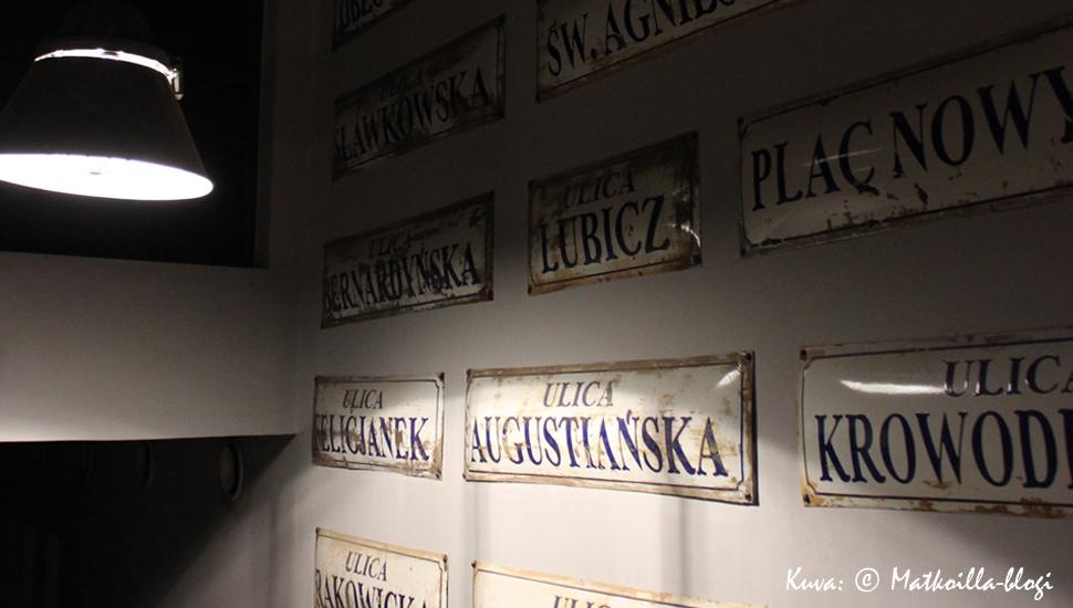 Schindlerin tehdas, emalikyltit rivissä. Kuva: © Matkoilla-blogi