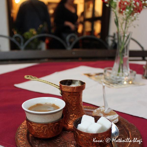 Mostar_kahvilla_Kuva_©_Matkoilla-blogi