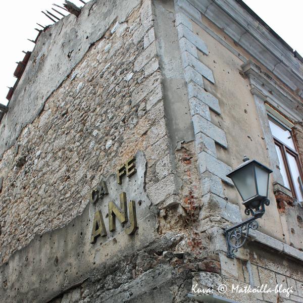 Mostar_talo_luodinreiät_1_Kuva_©_Matkoilla-blogi