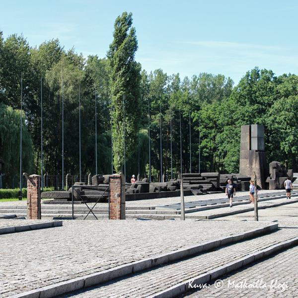 Birkenau - uhrien muistomerkki. Kuva: © Matkoilla-blogi